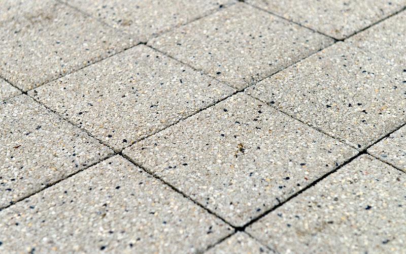 Тротуарная плитка Лувр 60 мм BRAER гранит на белом 200х200мм - фото
